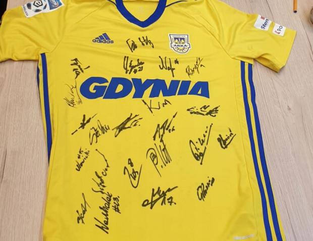 Koszulka pochodzi z 2017 r., wówczas gdyński klub zdobył Puchar Polski.