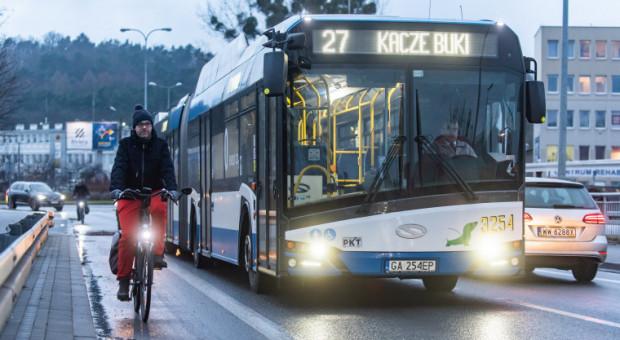 Pan Maciej niemal codziennie dojeżdża rowerem z Redłowa do centrum.
