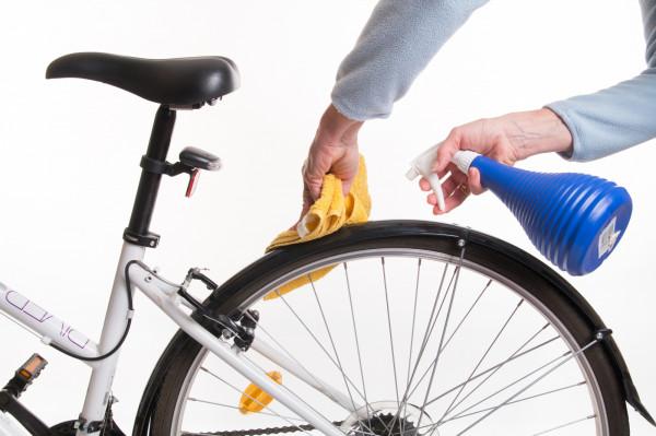 Często bagatelizujemy dokładne czyszczenie roweru. To błąd, gdyż każda jego część przynajmniej raz w roku powinna zostać sprawdzona i wyczyszczona. Sprawdź, jak to zrobić.