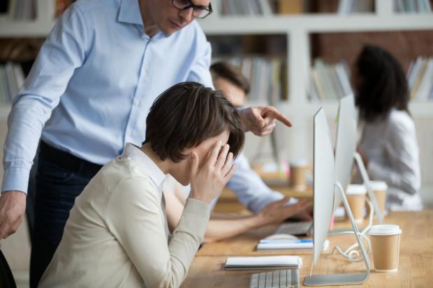 Dokonując potrącenia z pensji, pracodawca nie może pozostawić pracownika bez środków do życia.