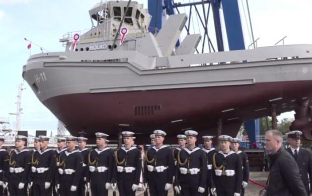 Holowniki dla MON przeznaczone są miedzy innymi do zabezpieczenia bojowego oraz wsparcia logistycznego na morzu i w portach.