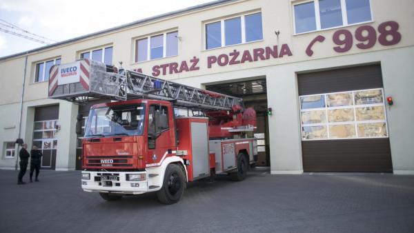 Strażakom udało się szybko opanować pożar. Straty w pomieszczeniach piwnicznych zostały wstępnie wycenione na ok. 10 tys. zł. Zdjęcie ilustracyjne.