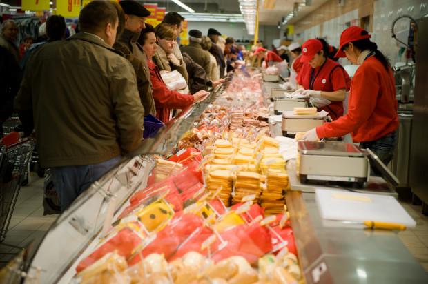 Przepisy prawa żywnościowego nie wprowadzają zakazu sprzedawania produktów do opakowań przyniesionych przez klientów.