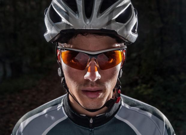 Okulary na rower to nie tylko kwestia stylu, ale przede wszystkim bezpieczeństwa.