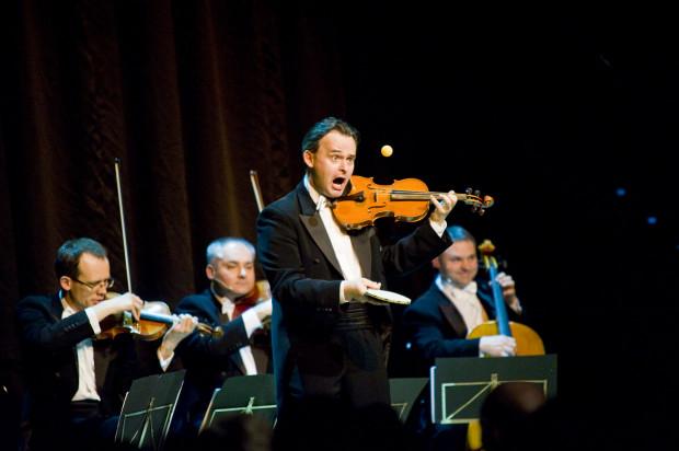 Grupa MoCarta zagra na III Balu Gdańskim w Filharmonii Bałtyckiej.
