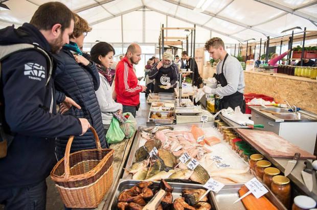 Problemów z własnymi opakowaniami nie ma na eko-bazarach. Na zdjęciu: Gdański Bazar Natury 2019 r.