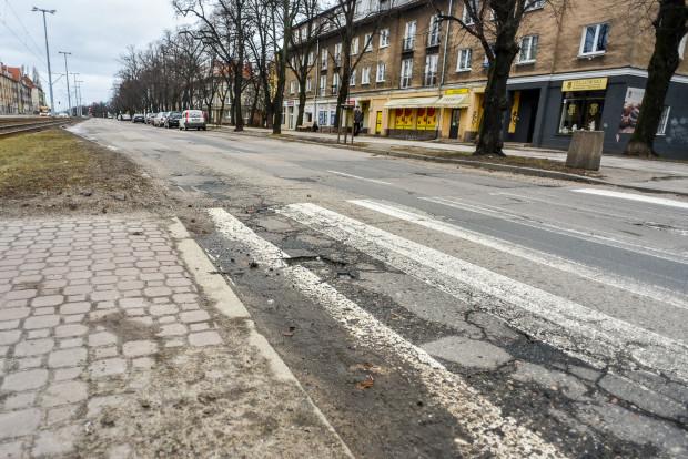 2,8 mln zł - tyle ma kosztować remont dwóch odcinków al. Hallera w Gdańsku. To najniższa oferta, jaka wpłynęła na ogłoszony przez DRMG przetarg.