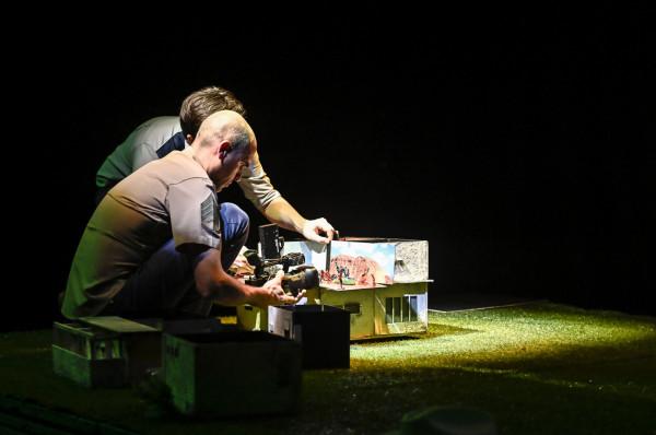 """Efekt """"filmu na żywo"""" twórcy uzyskali przez rejestrowanie działań animacyjnych kamerą."""