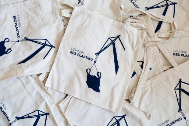 W czwartek w Urzędzie Miejskim w Gdańsku mieszkańcy mogą odebrać taką darmową, bawełnianą torbę.