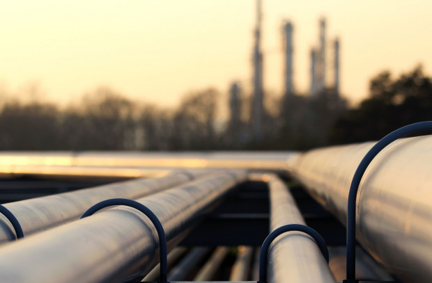 Polskie koncerny naftowe czekają na rekompensaty za zanieczyszczoną ropę naftową.