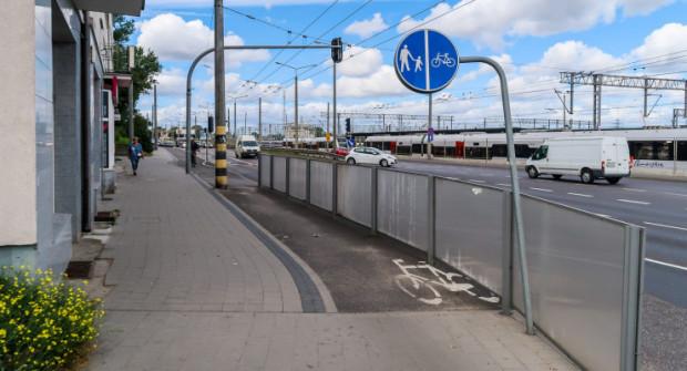 Droga rowerowa na ul. Morskiej urywa się na chodniku. Jesienią ma się to zmienić.
