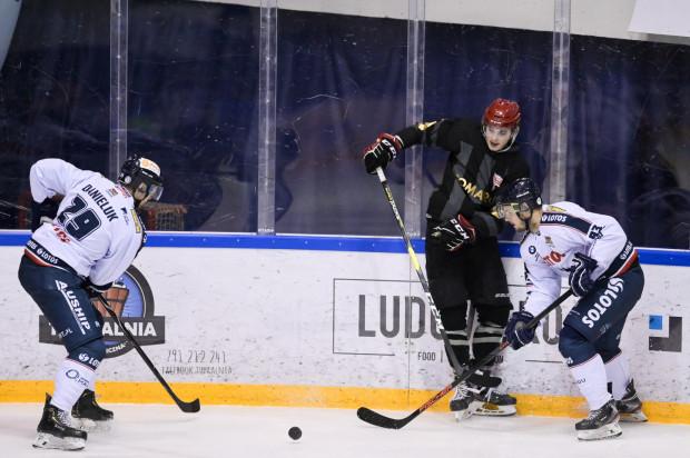 Hokeiści Lotosu PKH Gdańsk przegrali z Comarch Cracovią 1:3.