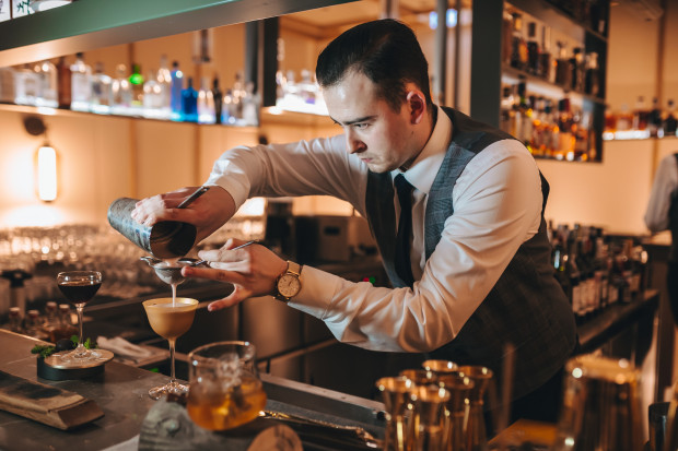 W tym roku postawimy na jakość tego, co jemy i pijemy. Zdjęcia baru znajdującego się w restauracji Treinta y Tres.