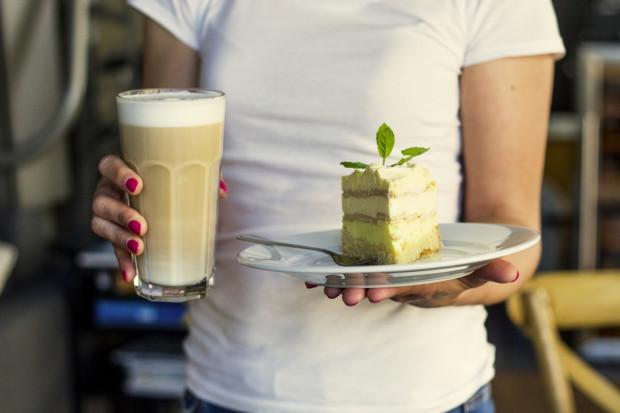 Mleko roślinne cieszy się coraz większą popularnością.