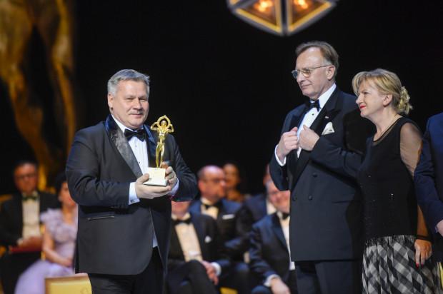 Złotą statuetkę odebrał Adam Meller, prezes Zarządu Morskiego Portu Gdynia.