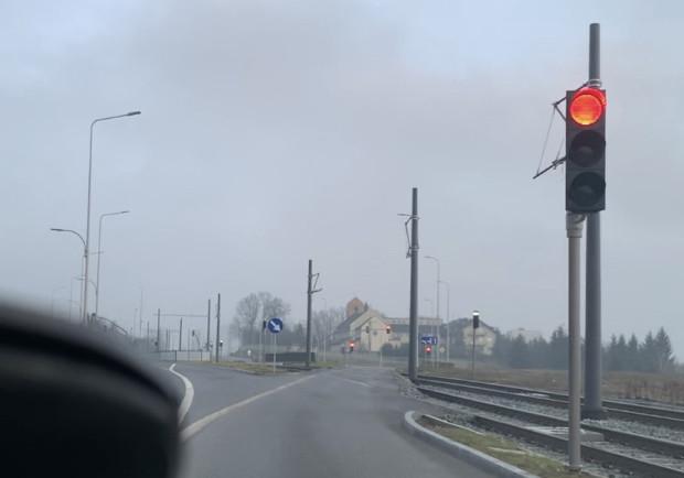 Sygnalizacja świetlna przy torach ma zostać wyłączona do czasu uruchomienia tramwaju.