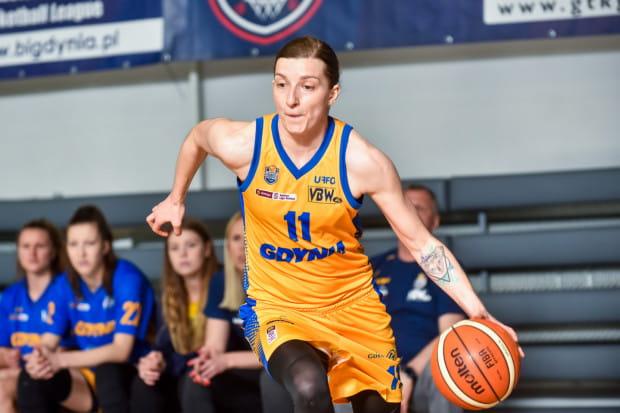 Aldona Morawiec trzykrotnie zrywała więzadła krzyżowe w kolanie. Chęć debiutu w Eurolidze, a także zdobycia mistrzostwa oraz pucharu Polski była jednak zbyt wielka, dlatego koszykarka powróciła do gry.