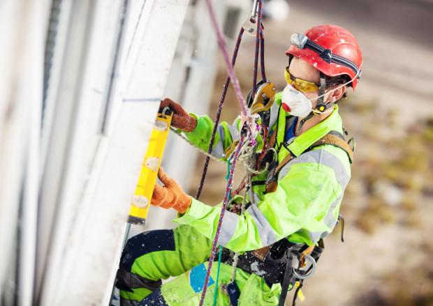 Praca na wysokości stanowi pracę szczególnie niebezpieczną.