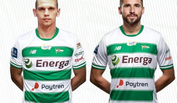 Łukasz Zwoliński (z prawej) i Bartosz Kopacz podpisali z Lechią Gdańsk kontrakty od 1 lipca 2020 do 30 czerwca 2023 roku.
