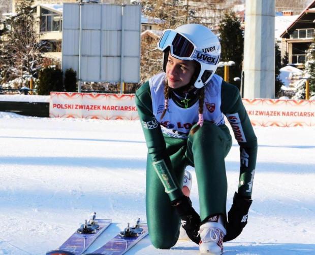 Wiktoria Polanowska trenuje skoki narciarskie od dwóch lat. W tym czasie zdołała zostać powołana do reprezentacji Polski i wziąć udział w Zimowych Igrzyskach Olimpijskich Młodzieży.