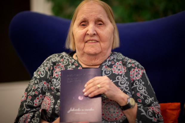 - Napisałam tę książkę, by ludzie nie popełniali moich błędów, ale także, by docenili życie, które wiodą. Spotykam się z bardzo pozytywnym odbiorem, choć podobno czytelnicy ronią łzy przy niektórych rozdziałach. Mam już materiały na następną książkę - mówi Helena Urbaniak z Gdyni.