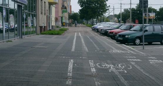 ul. Morska - oznaczenia przy parkingu są nie tylko słabo widoczne, ale także mocno niejednoznaczne.