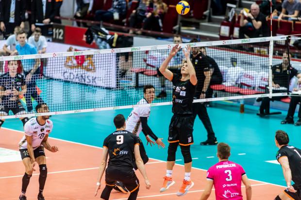 Siatkarze Trefla Gdańsk tym razem w Jastrzębiu-Zdroju wygrali tylko pierwszego seta. Gospodarzami dobrze dyrygował rozgrywający Lukas Kampa (na zdjęciu).