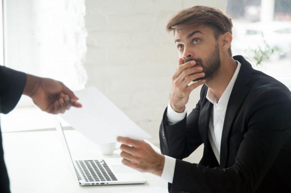 Pracodawca może zawrzeć umowę o zakazie konkurencji po ustaniu stosunku pracy wyłącznie z pracownikiem mającym dostęp do szczególnie ważnych informacji, których ujawnienie mogłoby narazić pracodawcę na szkodę.