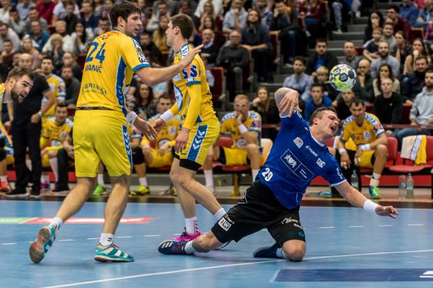 Mateusz Wróbel (nr 29) tym razem nie zagra przeciwko PGE Vive Kielce, gdyż na skutek kontuzji pauzować ma przez 6 najbliższych tygodni.