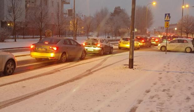 Na Osowej kierowcy stali w dużym korku przy ul. Wodnika w stronę Owczarni.