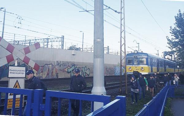 Podczas jednej z ubiegłorocznych awarii składu SKM podróżni opuścili pociąg przed wjazdem na peron.
