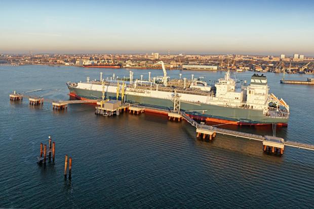 W planach jest instalacja pływającego terminala regazyfikacyjnego (Floating Storage Regasification Unit), który ma być częścią podmorskiego gazociągu. Na zdjęciu pływający terminal LNG działający w litewskim porcie Kłajpeda.