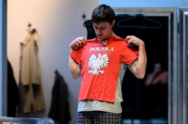 W roli zbuntowanego, nierozumianego przez rodziców Łukasza oglądamy Adama Turczyka, który do zespołu Teatru Wybrzeże dołączył we wrześniu ubiegłego roku.