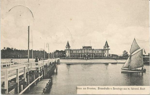 Molo z widoczną w oddali Halą Plażową w przedwojennym Brzeźnie.