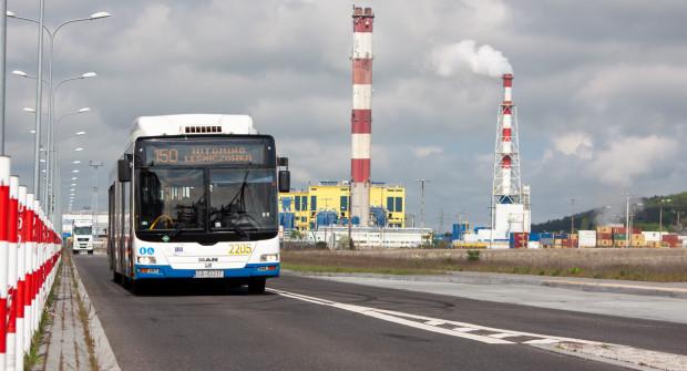 Obsługa komunikacyjna zakładów zlokalizowanych przy ul. Kontenerowej i Logistycznej wywołuje dyskusję wśród pasażerów.