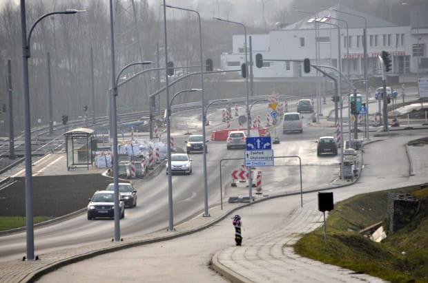 W związku z budową linii tramwajowej, która połączy Piecki Migowo z Jasieniem, odcinek od al. Adamowicza do ul. Limbowej w ciągu ul. Kartuskiej zostanie zamknięty na 3,5 miesiąca.