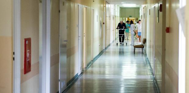 Operacje, które nie ratują życia są czasowo wstrzymane.