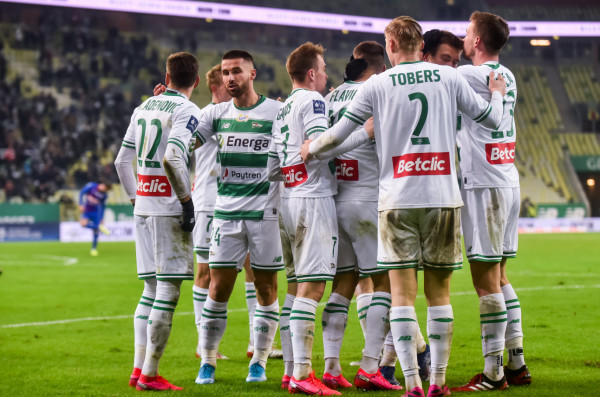 Lechia Gdańsk działa pod presją czasu i finansów. 2 marca zamknie się zimowe okno transferowe.