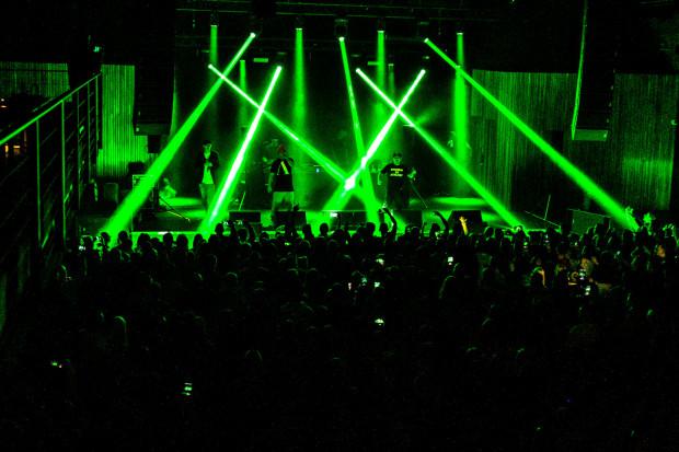 Oldschoolowy hip-hop niezmiennie cieszy się ogromną popularnością, czego potwierdzeniem była wysoka frekwencja podczas sobotniej imprezy w Starym Maneżu.