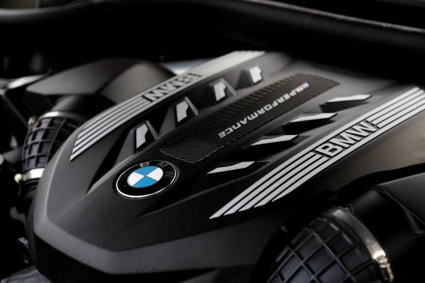 Silnik o pojemności 4,4 litra i mocy 530 KM.