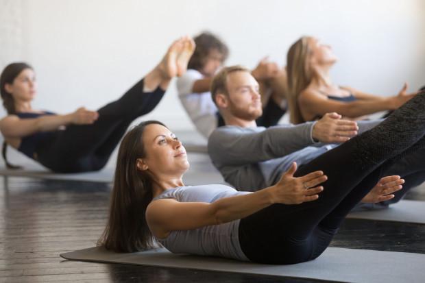 Wykonywanie brzuszków wypływa na aktywowanie wszystkich mięśni znajdujących się wokół jamy brzusznej.