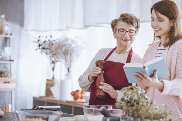 Dbanie o prawidłową podaż wapnia z dietą może uchronić nas przed skutkami ubocznymi niedoborów w przyszłości.