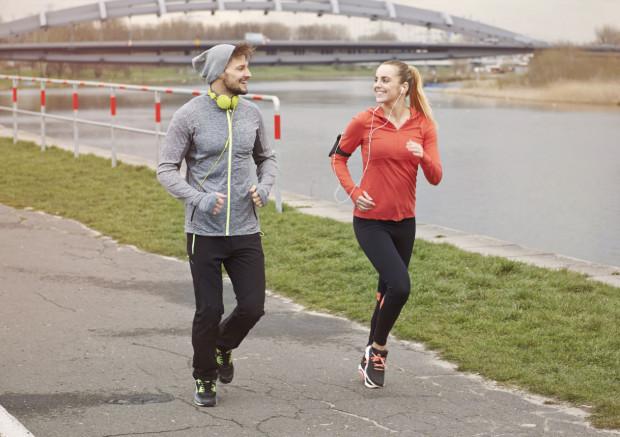 Trójmiasto oferuje wiele miejsc, gdzie swobodnie można pobiegać. Ważne jednak, by w okresie zimowo-wiosennym pamiętać o odpowiednim ubiorze.