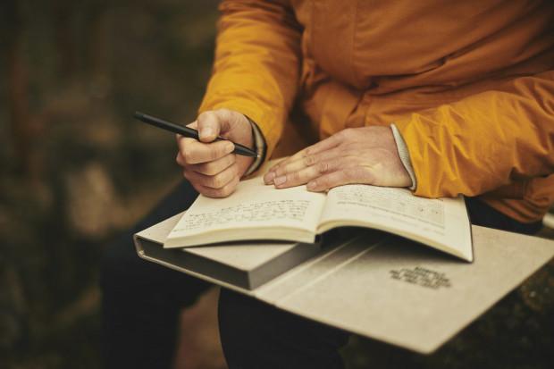 Pisanie pamiętnika jest wciąż bardzo popularne wśród nastolatków, ale także praktykowane w gronie osób dorosłych.