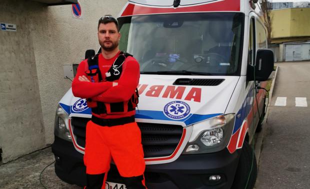Marcin Wójcik jest doświadczonym ratownikiem medycznym. Po godzinach pracy zatrzymał pijanego kierowcę.