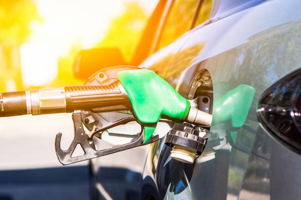 Spada sprzedaż na stacjach paliw. Analitycy twierdzą: paliwa mogą być jeszcze tańsze.