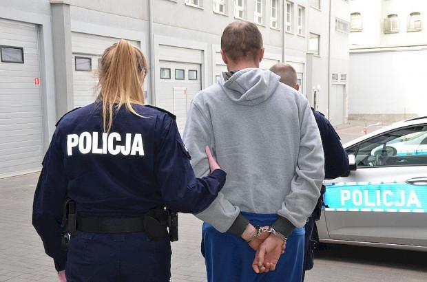 Starszy z zatrzymanych mężczyzn jest recydywistą. Prokuratura będzie wnioskować o jego tymczasowe aresztowanie.