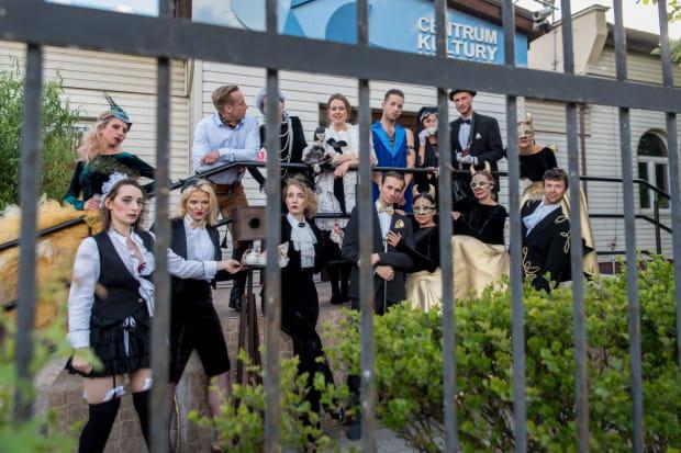 Aktorzy Bałtyckiego Teatru Różnorodności (na zdjęciu) od poniedziałku 23 marca codziennie czytać będą bajki na profilu Gdynia Rodzinna.