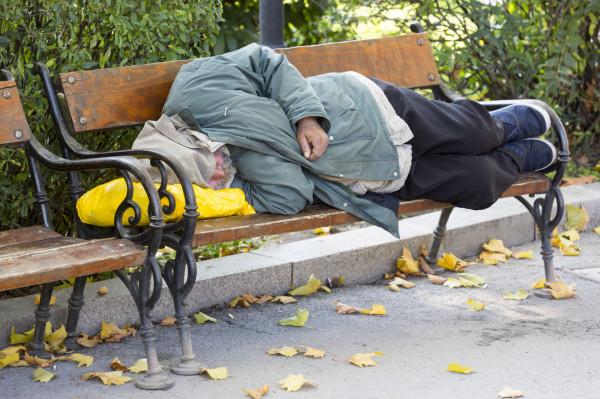 Osoby bezdomne są szczególnie narażone na zakażenie koronawirusem.