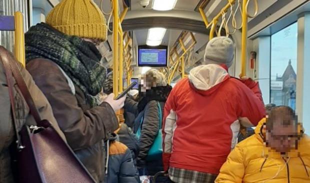 Tak w poniedziałek po 6 rano wyglądała sytuacja w tramwaju numer 9, na trasie Stogi - Strzyża.